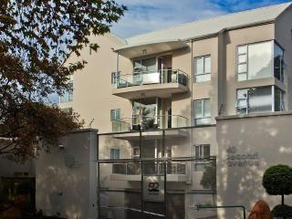 luxury 1 bedroom self catering garden apartment