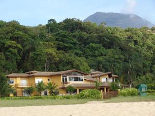 Linda Casa de Praia - Pé na Areia - 7 suites, Caraguatatuba