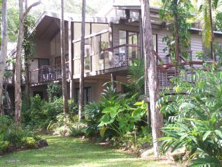 Noosa tall gums, absolute lakeside, dramatic home