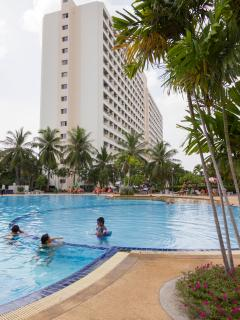View on VIEW TALAY JOMTIEN CONDOMINIUM, Building 1A with big common sweet water swimming-pool