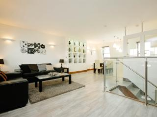 Three Bedroom Suites Next To Notting Hill, London