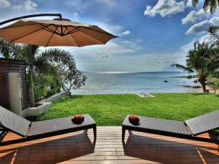 Sunset villa by the beach in a secluded resort, Ang Thong