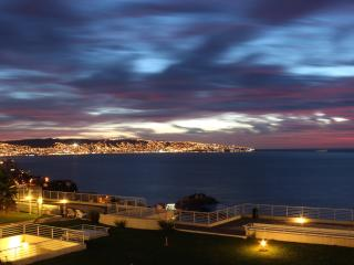 Luxury 2BR, Renaca, Spectacular Views, 4 pools, Reñaca