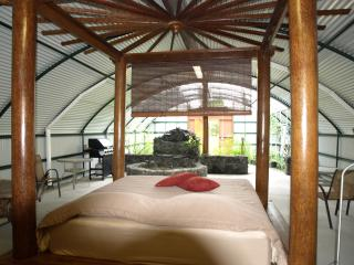 The unique garden bungalow on a secluded private resort near the ocean, Pahoa