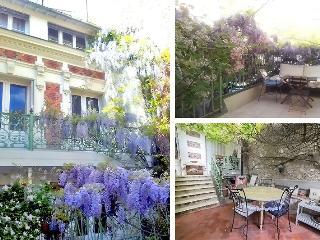 Private house with terrace  in Paris center, París
