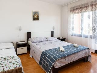 Apartment Petar for up to 6 Persons, Krk