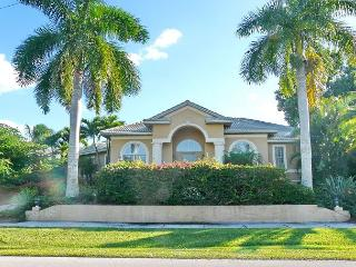 Spacious waterfront house on corner lot w/ heated pool & short walk to beach, Isla Marco