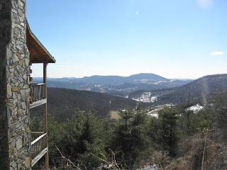 Enjoy Panoramic Views From Spacious Log Cabin Just Minutes From Town!, West Jefferson