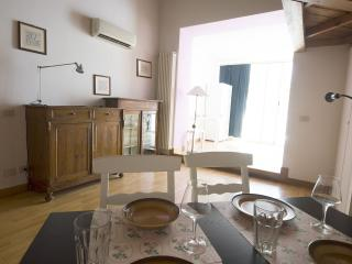 VEGA TOP FLOOR WITH LIFT CLOSE TO TERMINI STATION, Rome