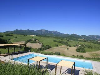 Acacie with pool near Urbino and the sea