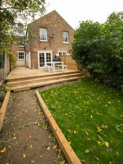 South facing garden and large entertaining decking with bbq