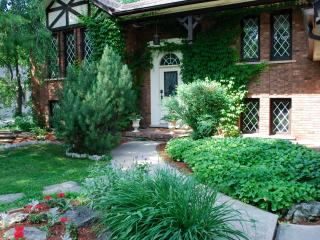 Amberlea House; 5 bedroom w Heated Pool, Old Town, Niagara-on-the-Lake