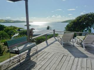Sweet 2 BR House with Fantastic View, Cool Breeze, Culebra