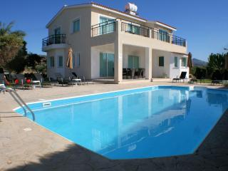 Coral Bay 384, Peyia