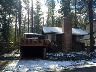 Cathy's Cozy Red Cabin  2BD/1BA Sleeps 5, Wrightwood
