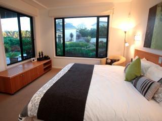 Hilltop Apartments - GARDEN APARTMENT, Cowes