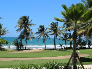 Spectacular New Beachfront Apartment at Wyndham Rio Mar Golf & Spa Resort, Río Grande