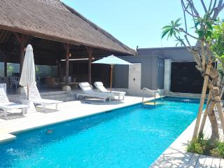 Designer family friendly Villa, pool, near beach, Sanur