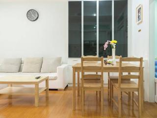 Cozy Apartment 1BR MRT HuaiKhwang Bangkok