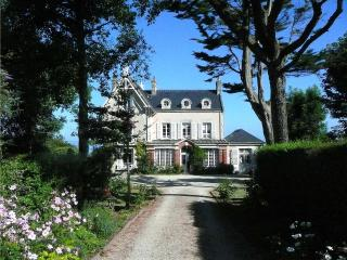 Garden villa with beach access, Grandcamp-Maisy