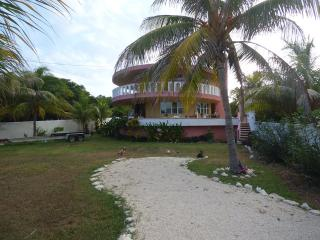 Casa Pastel - Enjoy Tropical Gardens & Caribbean Views