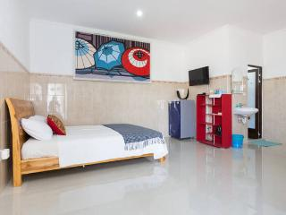 Private clean room in seminyak w/AC and WIFI