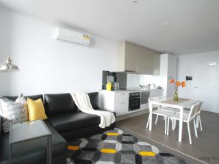 Stunning CBD 2 bedrooms+Parking+Netflix+gym+pool, Melbourne