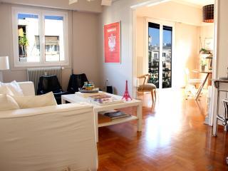 Elegant Apartment in Perfect down town location, Atenas