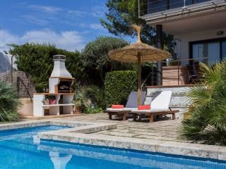 VILLA BAULO PLETA -garden and pool near the beach-