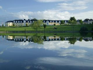 Wolseley Manor Holiday Lodges - free use of pool, Tullow