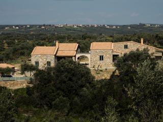 Afentiko Pigadi (Villa Magenta)