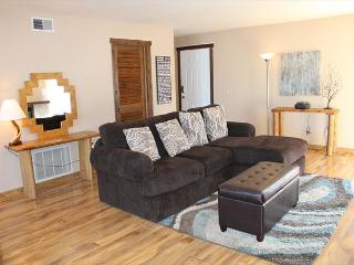 NL2321- Cute 2 bedroom and 2 bath condo with mountain views & covered parking