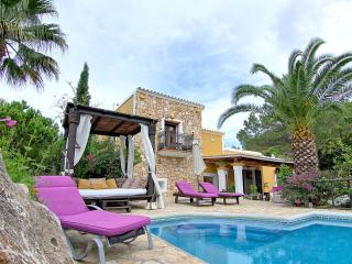 Lovely Ibiza villa with sunset views, Port de Sant Miguel