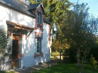 Lovely traditional Berrichonne cottage close to Sa, Saint-Benoit-du-Sault