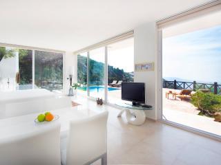 Ultra Luxury View with a Room, Islamlar
