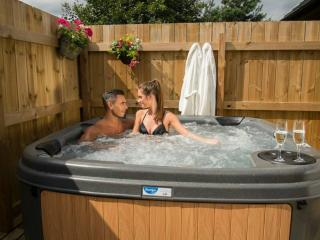 Willow Luxury Hot Tub Lodge, Seaton