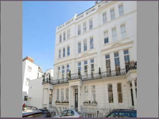Furnished  2BR Suites Walk to Westbourne Grove & Notting Hill, Londen