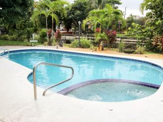 ~ ~ ~ ~ Ft. Lauderdale WATERFRONT Pool Home ~ ~ ~