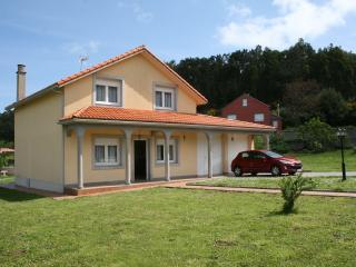 Beautiful house near the beach, Buño