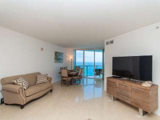 LA PERLA OCEANFRONT 3BDR ON 37 FL