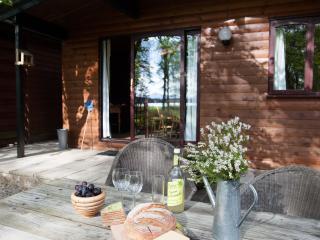 Charming Chalet with Loch Views - Cedar Cabin, Stirling