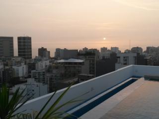 LIMA MIRAFLORES 2BED CONDO POOL, Lima
