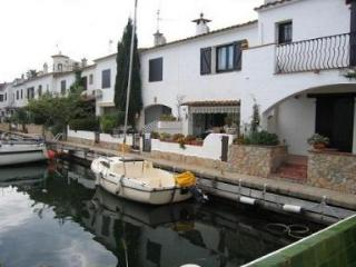Holiday House by the Canal in Empuriabrava. - 5216