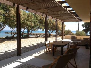 Villa Kouvohori 3 bedrooms seafront Classic, Gournes Pediados