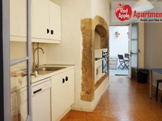A Colorful And Comfortable Home Near Barrio Alto: Lisbon - 7101
