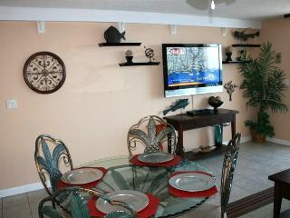 60' LED TV in Living Room & 37' Flat Screen, Destin