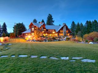 Spectacular Lodge on the Pend Oreille River