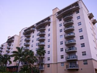 Wyndham Palm-Aire 1 bedroom with restaurant and poolside bar, waterslide & spa