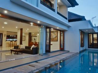 4 bedroom villa - The Arnaya, Kuta, Bali