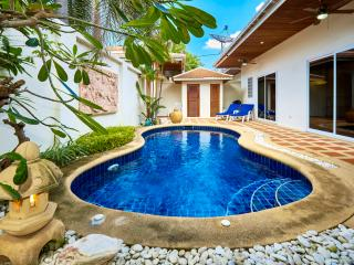 Beautiful Pool Villa in great location!, Pattaya